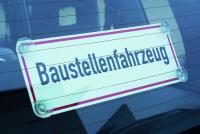 """Hinweisschild, """"Baustellenfahrzeug"""" für Heckscheiben, 140x400mm, Kunststoff"""